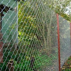 Забор из сетка-рабица