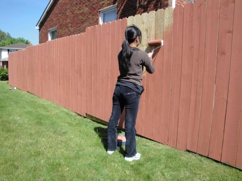 Как покрасить забор правильно без подтеков