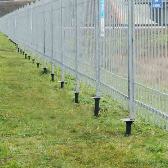 Забор на винтовых сваях под ключ