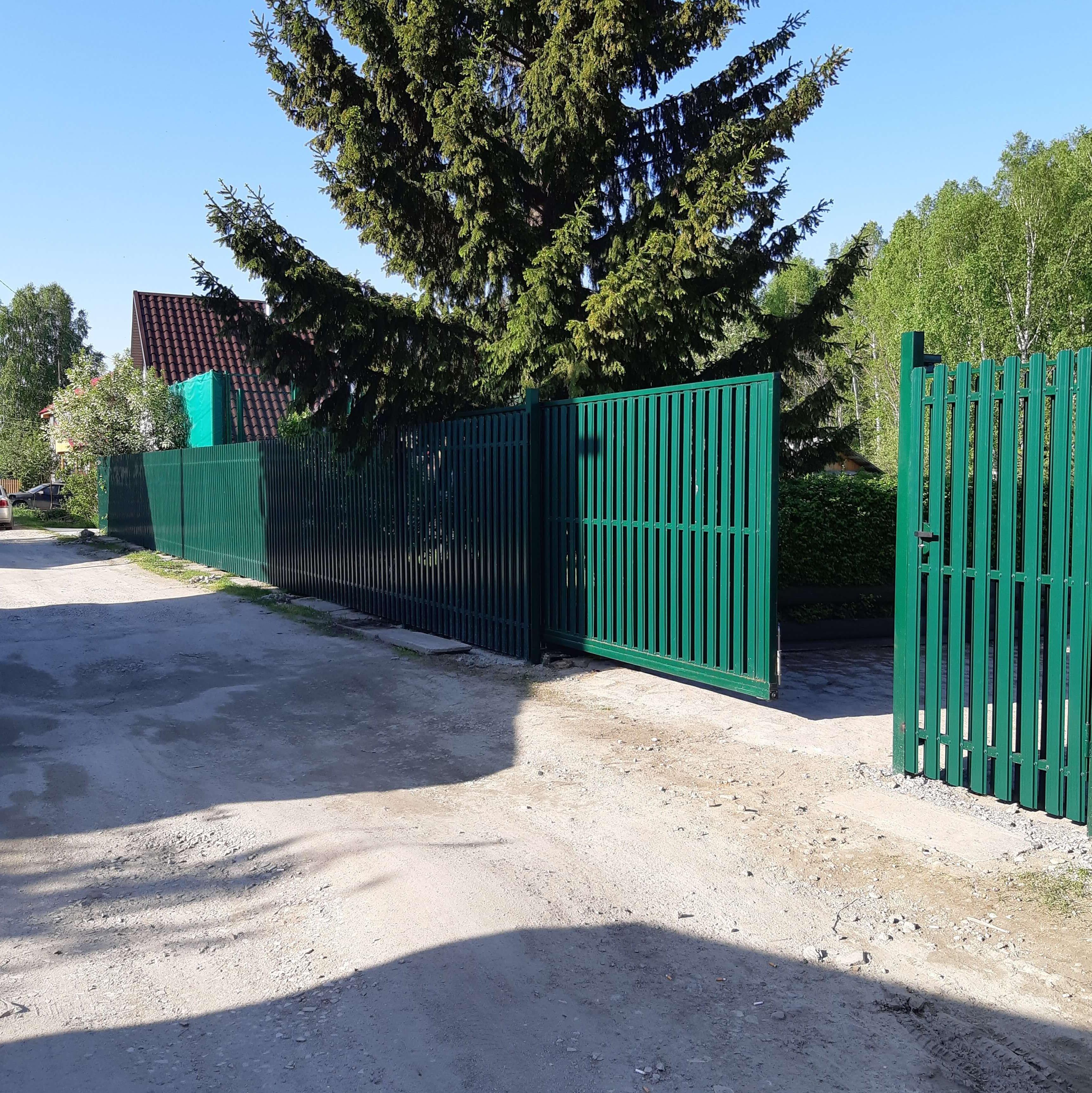 Забор и штакетника с воротами