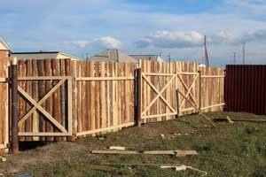 Временный забор из дерева