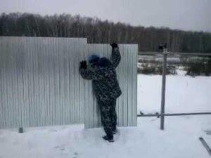 Крутим профлист зимой