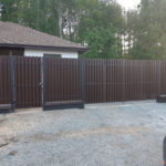 Забор из штакетника с калиткой