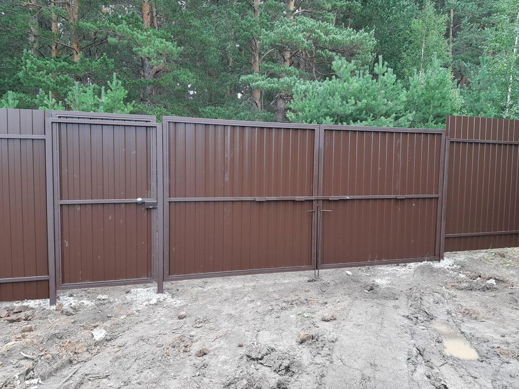 Забор из профлиста с воротами и калиткой