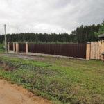 Забор из евроштакетника на кирпичных столбах