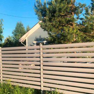 Забор из евроштакетника бежевый