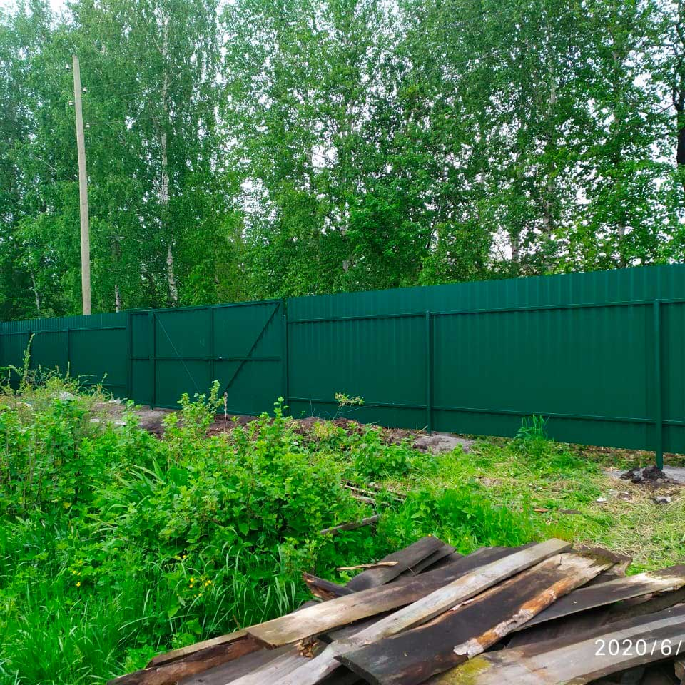 Забор из профлиста с воротами и калиткой под ключ