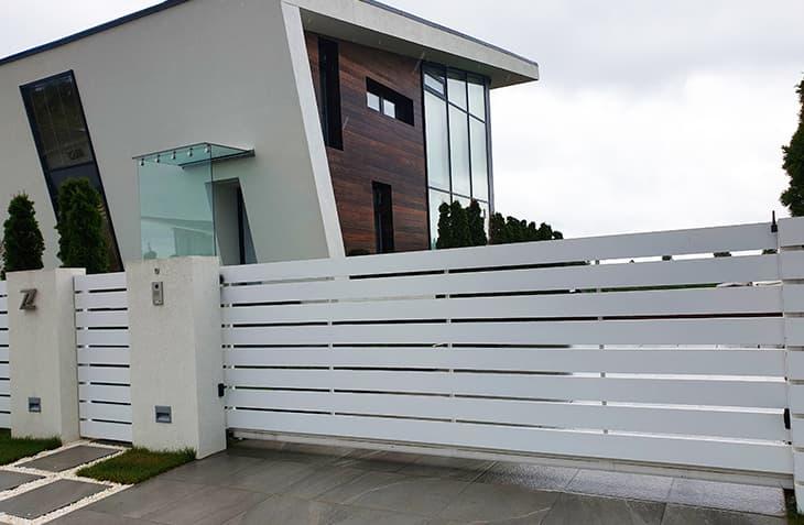 Забор из современных материалов